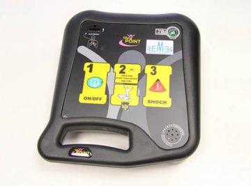 ElDesfibrilador Externo Semiautomático(DESA) está pensado para que pueda ser utilizado por personal no sanitario y están distribuidos en los vehículos que los agentesde intervención utilizan a diario, para que puedanusarlo rápidamente ante un paro cardiaco.