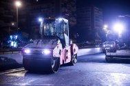 La fresadora en otro momento de la noche arreglando el pavimento