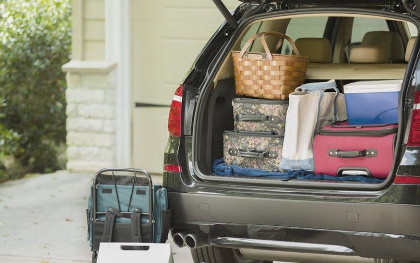equipaje coche maletero