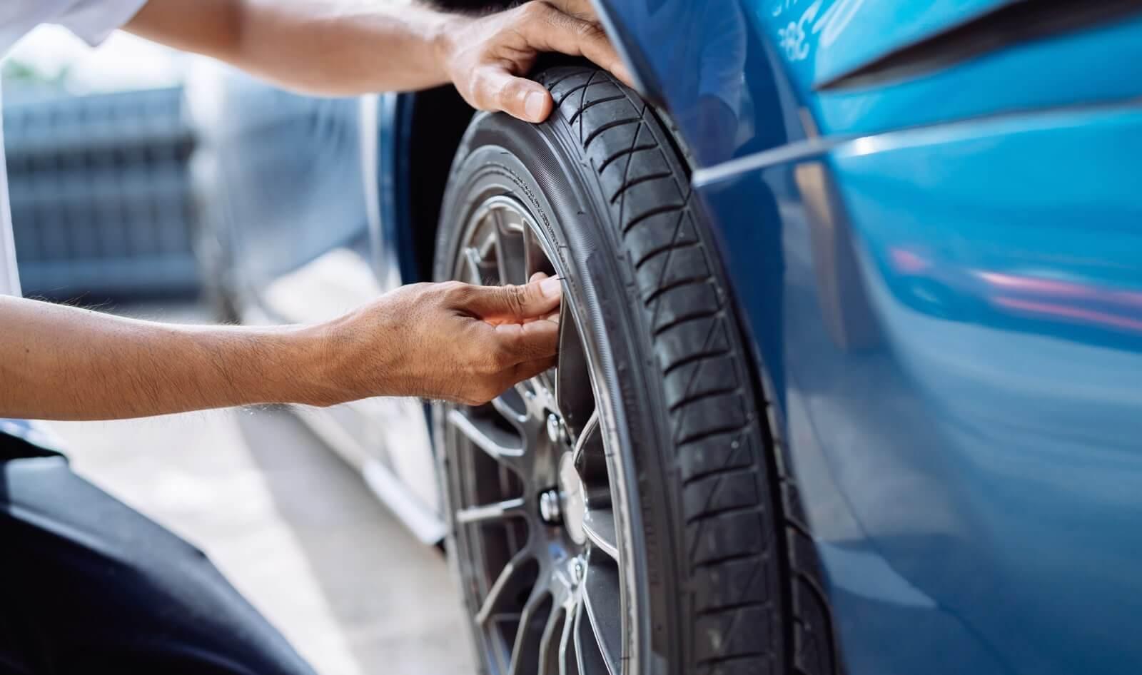 revisión de neumáticos antes de viajar