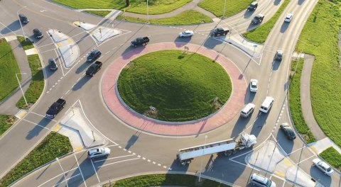 como circular en una rotonda