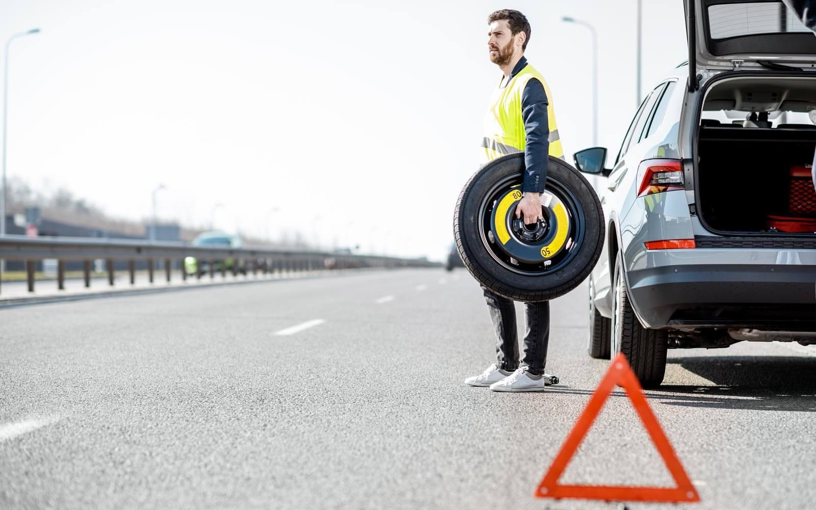 rueda de repuesto equipamiento vehículo