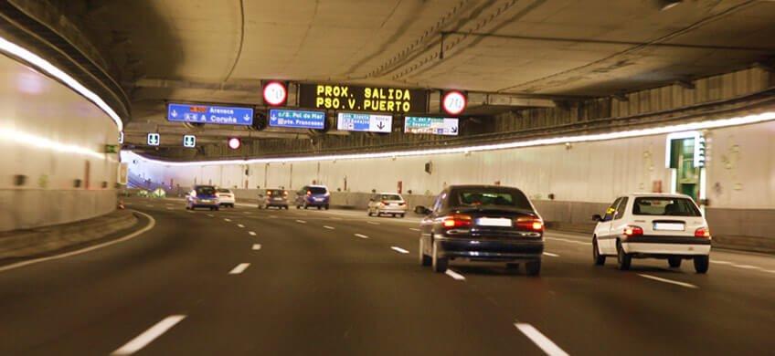 circular con seguridad en los túneles de la m30 coches