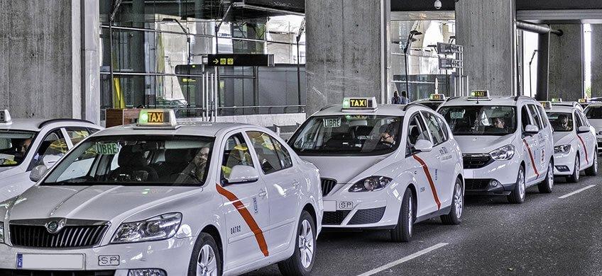 como llegar al aeropuerto de madrid parada taxis