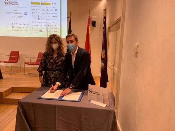 Firma manifiesto Cimientos de Igualdad por Sonia Suárez - Emesa M-30