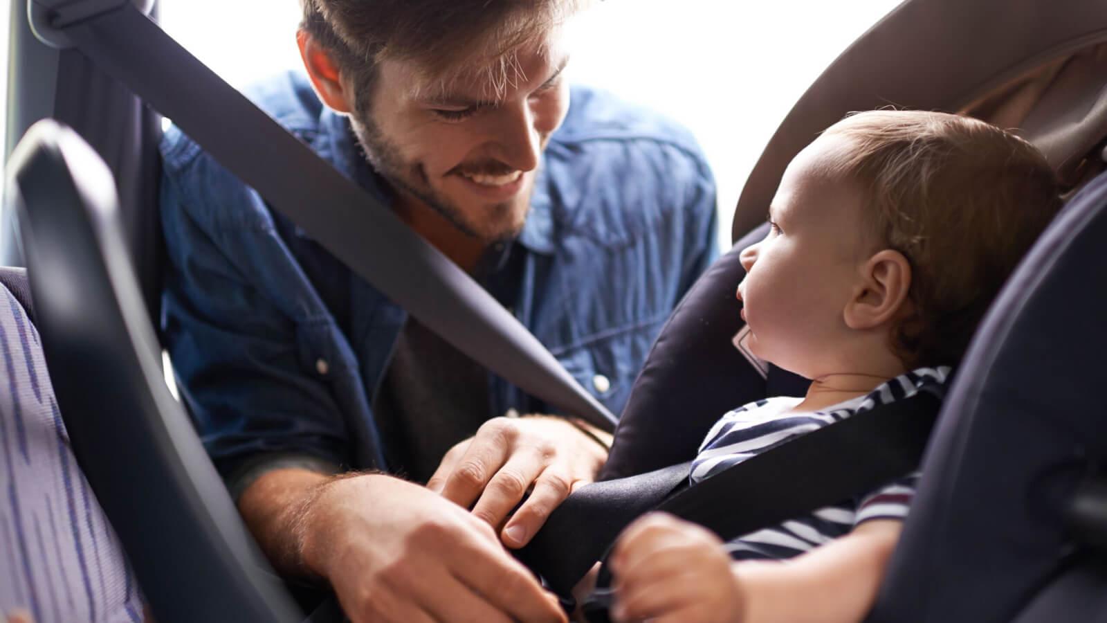 No llevar el cinturón o los sistemas de retención infantil