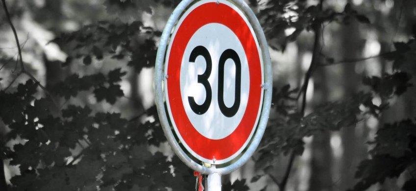 limite velocidad 30